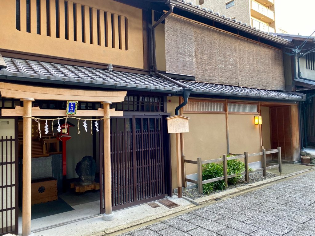 Brown wooded buildings ryokan-authentic-japanese-experience