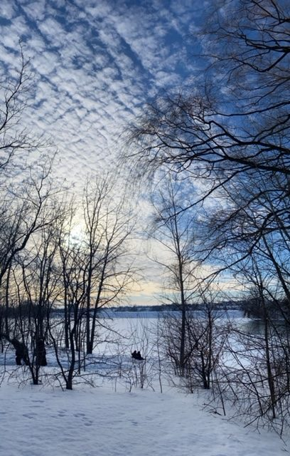 You don't like winter activities ? No problem, the scenery is peaceful and picturesque. A white blanket of snow is painted over the lakes ,a dream for photographers